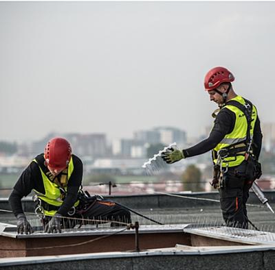 montaż kolców na dachu
